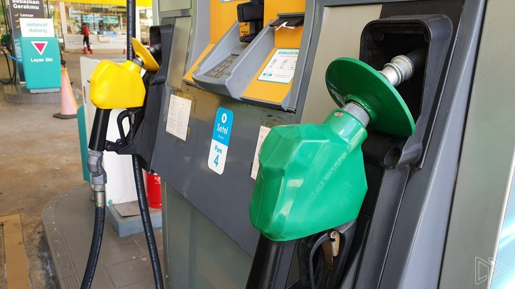This image has an empty alt attribute; its file name is petronas-fuel-station-1-1024x576.jpg